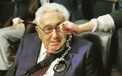 La funa contra Henry Kissinger que irritó a John McCain