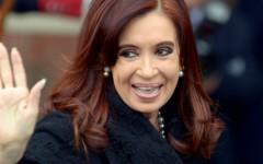 Juez rechaza denuncia de Nisman contra Kirchner y gobierno acusa a informante del fiscal