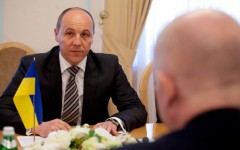 Líder neonazi visita EEUU en busca de armas para Ucrania