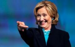 """Hillary Clinton dice """"desconocer"""" que las petroleras financian su campaña"""