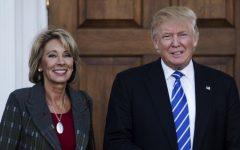 Hermana del fundador de Blackwater es elegida por Trump como secretaria de Educación