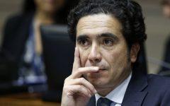 Ministro de Hacienda anticipa alza de combustibles por precio del dólar