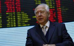 Cencosud en la mira por aterrizaje de ex ministro de Piñera y cuestionado retiro de ganancias